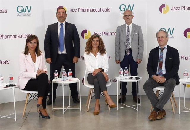 Cristina Bando, Ángel Ayuga, Inés Perea, y los doctores Vicente Villanueva y Antonio Gil-Nagel.
