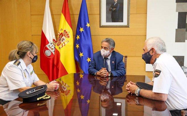 El presidente de Cantabria, Miguel Ángel Revilla, recibe a la nueva jefa superior de la Policía de Cantabria, Carmen Martínez, y al anterior jefe superior, Héctor Moreno