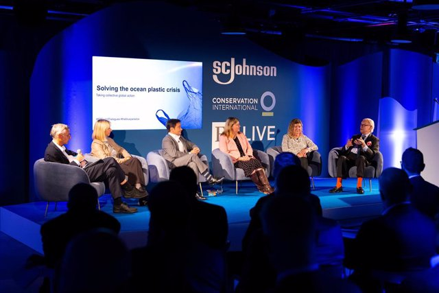 Panel discussion on Solving the Ocean Plastic Crisis (L-R Andrew Jack, Global Education Editor, Financial Times; Professor Tamara Galloway, University of Exeter; Richard Walker, MD Iceland; Cherilyn Mackrory, Member of Parliament for Truro and Falmouth; J