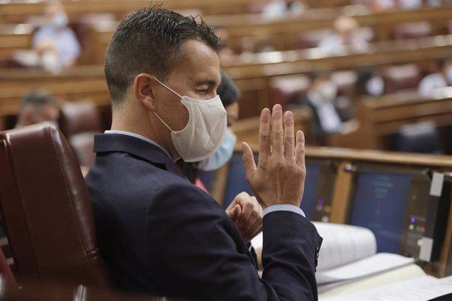 El nuevo portavoz del PSOE en el Congreso, Héctor Gómez, durante una sesión plenaria en el Congreso