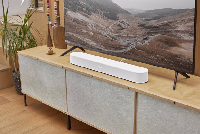 Archivo - Barra de sonido Beam de segunda generación en color blanco