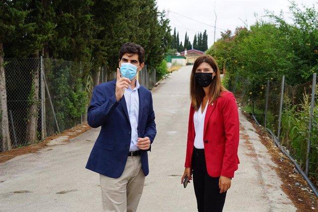 Delegada de Administración Local, Mónica Alejo, en su visita a Coín junto al alcalde
