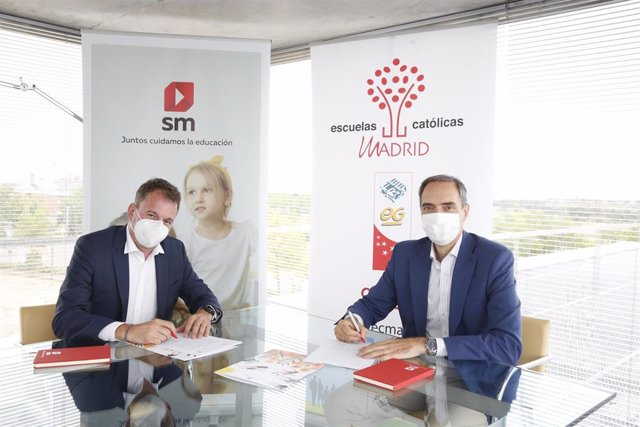 Foto de la firma entre SM y Escuelas Católicas de Madrid