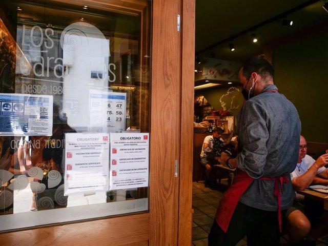 La Xunta paraliza la exigencia del certificado covid en hostelería pero introduce recomendaciones de acceso a interiores