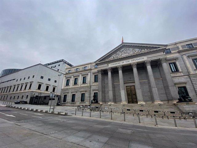 Archivo - Fachada del Congreso de los Diputados un día antes de que se celebre otro pleno para tratar la gestión de la crisis del coronavirus, en Madrid (España) a 14 de abril de 2020.