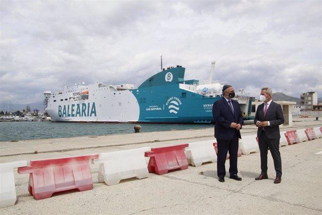 El delegado del Gobierno andaluz en Granada, Pablo García, y el presidente de la Autoridad Portuaria de Motril, José García Fuentes