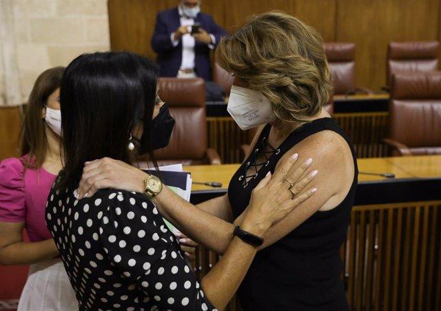 Archivo - Imagen de 21 de julio cuando la presidenta del Parlamento de Andalucía, Marta Bosquet, felicitó a Susana Díaz tras su elección como senadora por designación autonómica.