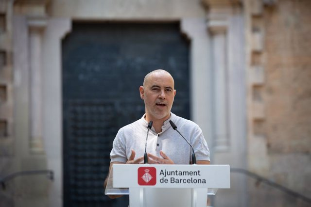 Archivo - Arxivo - El regidor d'Emergència Climàtica i Transició Ecològica, Eloi Badia, intervé durant la presentació de la Festa Major de Gràcia 2021. ARXIU.