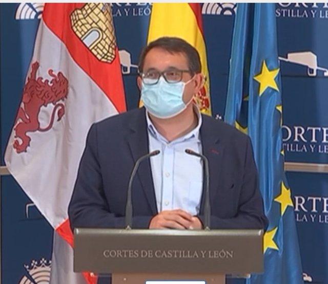 Juan Luis Cepa, del PSCyL, durante su intervención en las Cortes.