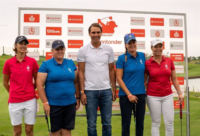 Rafa Nadal posa junto a Tania Elósegui, Raquel Carriedo, Paula Martí y Ana Belén Sánchez