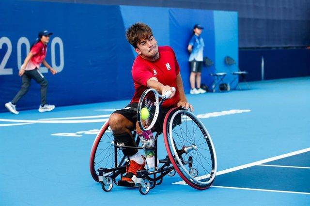 Martín de la Puente superó los dieciseisavos de final en los Juegos Paralímpicos de Tokio tras vencer al polaco Piotr Jaroszewski por 6-1 y 6-1