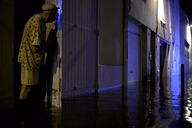 09 September 2021, France, Agen: An elderly looks at flood waters after heavy rain. Photo: Philippe Lopez/AFP/dpa
