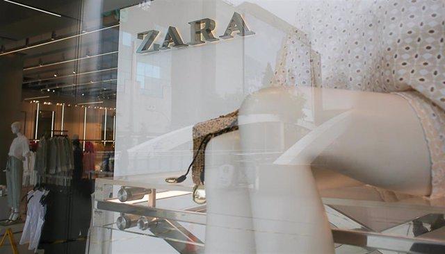 Archivo - Una tienda de Zara en el centro de Madrid