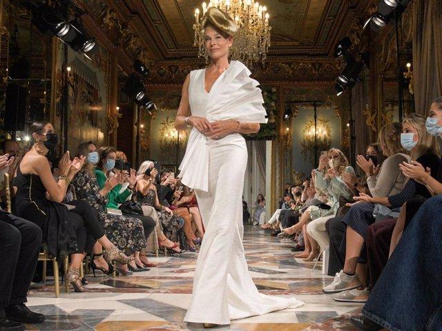 Belén Rueda ha desfilado para Benjamin Friman en la Semana de la Moda de Madrid