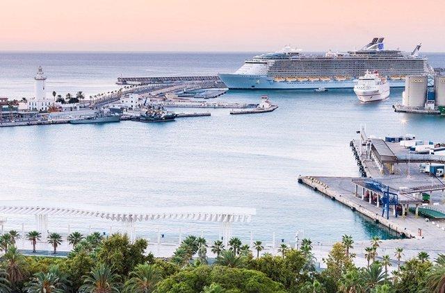 Archivo - Cruceros en el puerto de Málaga