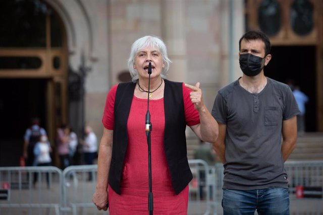 La líder de la CUP en el Parlament, Dolors Sabater, en declaraciones a periodistas ante el Tribunal Superior de Justícia de Catalunya (TSJC), a 15 de septiembre de 2021, en Barcelona