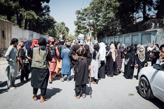 Protesta frente a la Embajada de Pakistán en Kabul