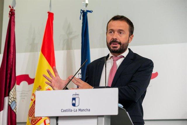 El consejero de Desarrollo Sostenible, José Luis Escudero, comparecen en rueda de prensa, en el Palacio de Fuensalida, para informar sobre los acuerdos del Consejo de Gobierno.