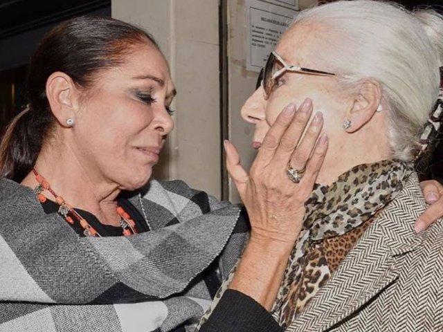 Isabel Pantoja despedía muy emocionada a Lina a través de sus redes sociales