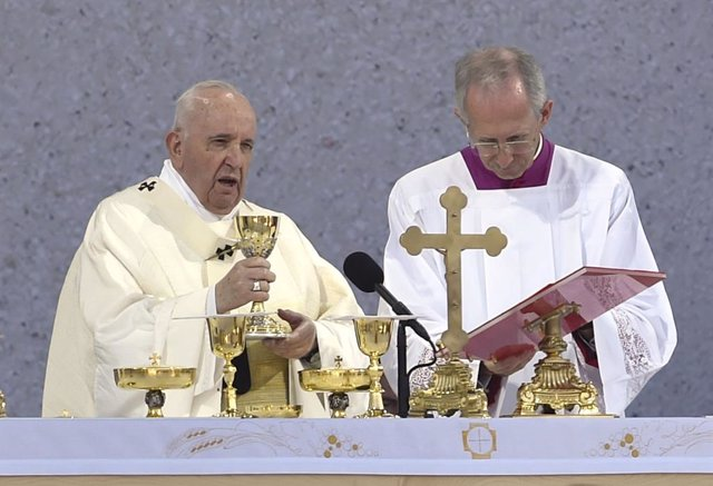 15 September 2021, Slovakia, Sastin: Pope Francis leads the Holy Mass in the open-air area at the National Shrine in Sastin, which is known as a pilgrimage site where people come to venerate the statue of the Our Lady of Sorrows. Photo: ?álek Václav/CTK/d