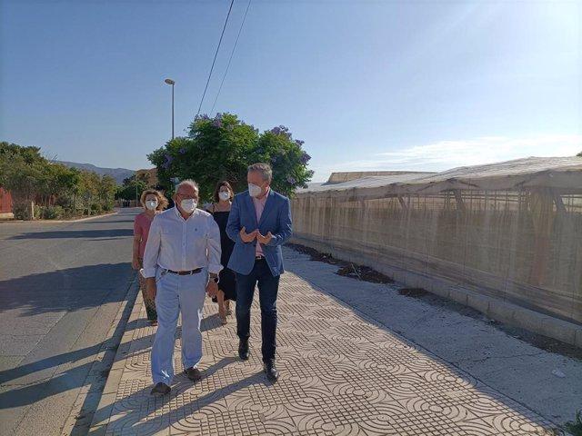 Antonio Bonilla y José Luis Delgado recorren la avenida donde se va a actuar para prevenir inundaciones