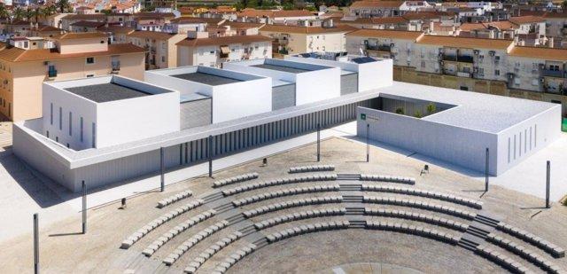 Archivo - Imagen del nuevo centro de salud de Gibraleón (Huelva).