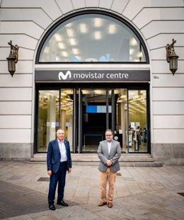 Arxiu - Pere Navarro i José Manuel Casas, davant del Movistar Centre de la plaça Catalunya de Barcelona