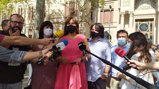La presidenta del Parlament, Laura Borràs, acompanya a declarar els investigats al TSJC