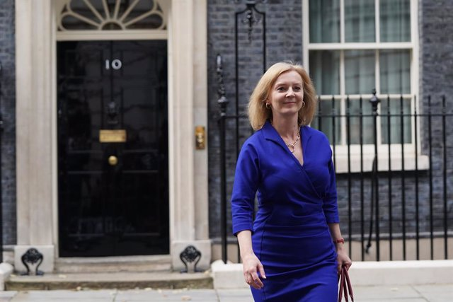 """15 September 2021, United Kingdom, London: Newly-appointed British Foreign Secretary Liz Truss leaves Number 10 Downing Street, as Prime Minister Boris Johnson reshuffles his Cabinet to appoint a """"strong and united"""" team. Photo: Stefan Rousseau/PA Wire/dp"""