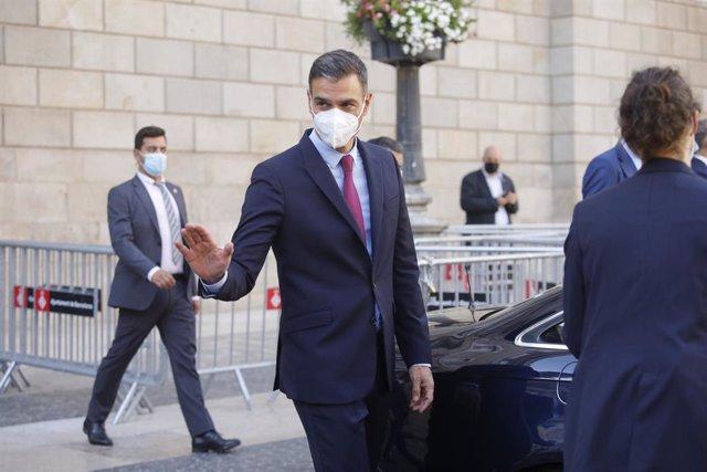 El president del Govern central, Pedro Sánchez, abandona el Palau de la Generalitat