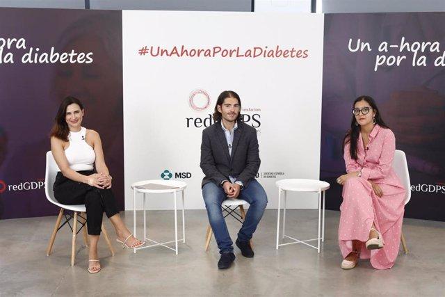La doctora Ana Cebrián, representante de redGDPS; doctor Jaime Amor, especialista en Medicina Familiar y Comunitaria y representante de redGDPS y Ana Belén Torrijos, presidenta de la Federación Española de Diabetes de la Comunidad de Madrid.