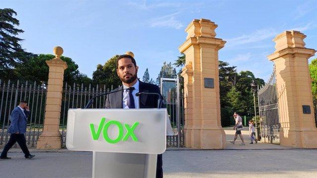 El líder de Vox a Catalunya, Ignacio Garriga, en roda de premsa davant el Palau de Pedralbes de Barcelona