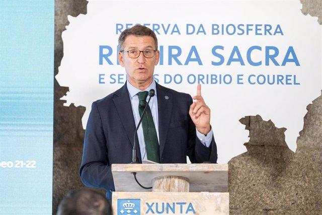 El presidente de la Xunta, Alberto Núñez Feijóo, en el acto de apoyo a la candidatura de la Ribeira Sacra e Serras do Oribio e Courel a Reserva de la Biosfera de la Unesco. San Estevo de Ribas de Sil (Nogueira de Ramuín)