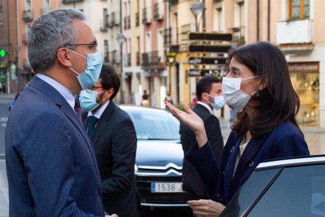 El delegado del Gobierno en Castilla y León, Javier Izquierdo, y la ministra de Justicia, Pilar Llop.