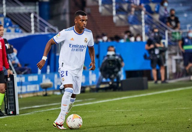 Archivo - Rodrygo of Real Madrid CF in action during the Spanish league, La Liga Santander, football match played between Deportivo Alaves and Real Madrid CF at Mendizorroza stadium on August 14, 2021 in Vitoria, Spain.