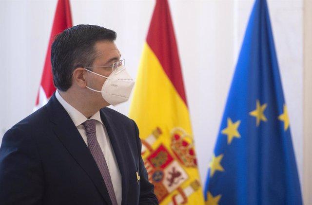 Archivo - El presidente del Comité Europeo de las Regiones, Apostolos Tzitzikostas, tras recibir la Medalla Internacional de la Comunidad de Madrid en la Real Casa de Correos de Madrid, a 24 de junio de 2021, en Madrid (España). Durante la visita el presi