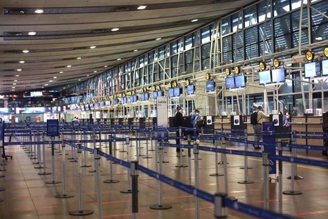Archivo - Aeropuerto Internacional Arturo Merino Benitez durante el cierre de fronteras.