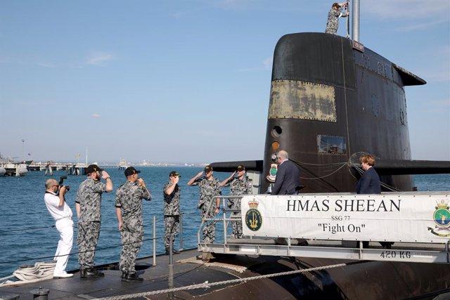 Archivo - 26 October 2019, Australia, Garden Island: Australian Prime Minister Scott Morrison (2nd-R) and Australian Defence Minister Marice Payne (R) visit HMAS Sheean, a Collins class submarine based at HMAS Stirling a Royal Australian Navy base. Photo: