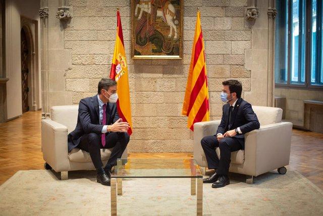 El president del Govern central, Pedro Sánchez, i el de la Generalitat, Pere Aragonès, al Palau de la Generalitat