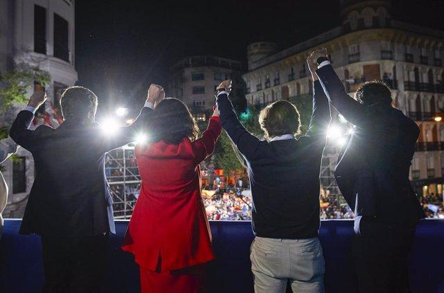 Archivo - (I-D) El líder del PP, Pablo Casado; la presidenta de la Comunidad de Madrid y candidata a la reelección por el PP, Isabel Díaz Ayuso; el alcalde de Madrid, José Luis Martínez-Almeida; y el secretario general del PP, Teodoro García Egea, levanta