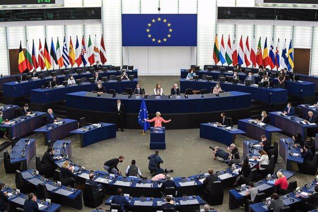 La presidenta de la Comisión Europea, Ursula von der Leyen, en un discurso durante una sesión plenaria del Parlamento Europeo