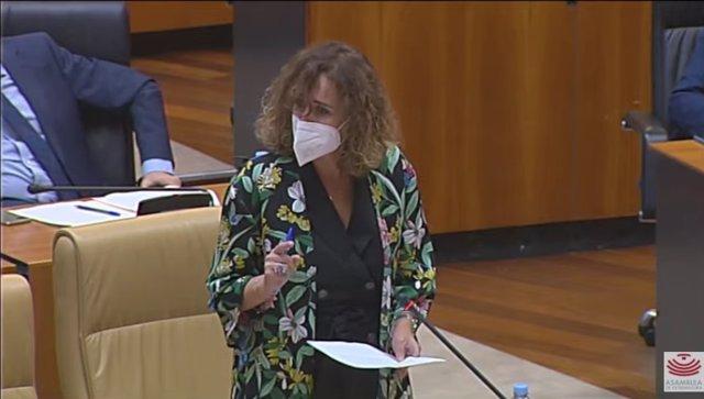 La consejera para la Transición Ecológica y Sostenibilidad de la Junta de Extremadura, Olga García, en el pleno de la Asamblea