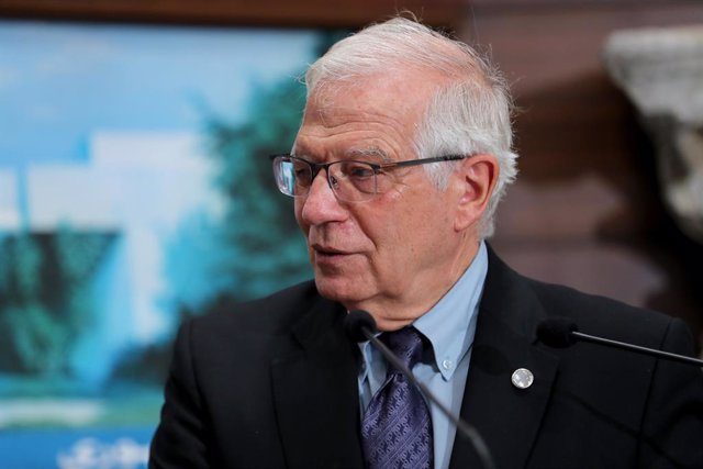 Archivo - HANDOUT - 19 June 2021, Lebanon, Baabda: Josep Borrell, High Representative of the European Union for Foreign Affairs and Security Policy, speaks during a press conference after his meeting with Lebanese President Michel Aoun at the Baabda Presi