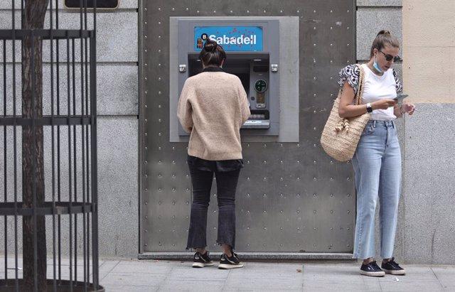 Arxiu - Caixer de Banc Sabadell
