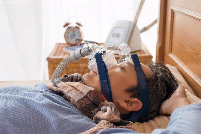 Archivo - La apnea obstructiva del sueño puede estar asociada con el riesgo de infección por COVID-19, pero el uso de PAP mitiga el riesgo.