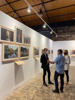 El president del Port de Tarragona, Josep Maria Cruset, i el fotoperiodista Gervasio Sánchez presenten l'exposició 'Activistes per la vida?