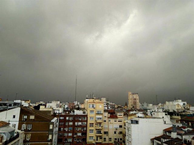 Archivo - Arxiu - Pluja a València