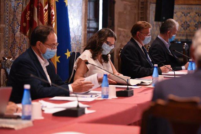 El conseller d'Hisenda i Model Econòmic, Vicent Soler; la vicepresidenta i consellera d'Igualtat i Polítiques Inclusives, Mónica Oltra; i el president de la Generalitat Valenciana, Ximo Puig