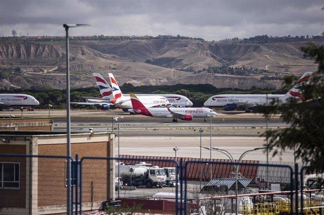 Varios aviones en el aeropuerto Adolfo Suárez Madrid-Barajas, a 15 de septiembre de 2021, en Madrid (España). La reforma integral del aeropuerto contempla la fusión de las terminales 1, 2 y 3, la ampliación de la T4 y la creación de una ciudad logística q
