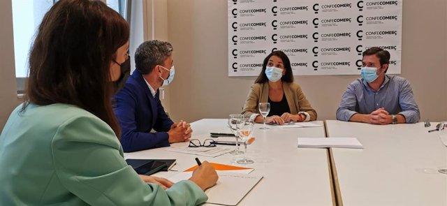 Ruth Merino es reuneix amb Confecomerç